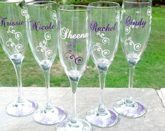 Bridesmaids flutes, champagne glasses, Match your wedding colors.  Bridesmaid gift, maid of honor gift, name and title glasses