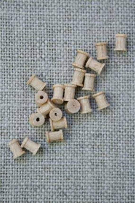 Sajou Miniatures 20 Wooden spools for the doll's Parlour, Dollhouse Miniatures, # 39108
