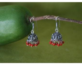 Nini, earrings with oriental charm