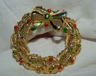 Vintage Christmas Wreath Brooch, Holiday Pin, Christmas Wreath, Holly, Berries, Gold