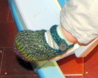 Buttoning Baby Shoes Knitting Pattern PDF