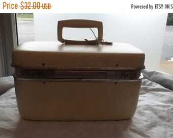 35% off Sale Vintage white creme train case Samsonite 1960 wedding storage decor