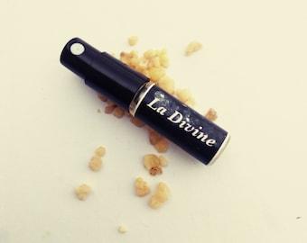 La Divine Perfume Sample