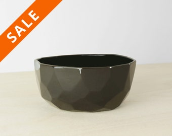 Modern ceramic breakfast and soup black bowl handmade in polygons out of porcelain- facetted design - Poligon mdeium bowl - Emerald Green
