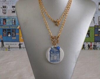"""Charmant collier avec pendentif en céramique """"Une cage pour oiseau bleue"""""""