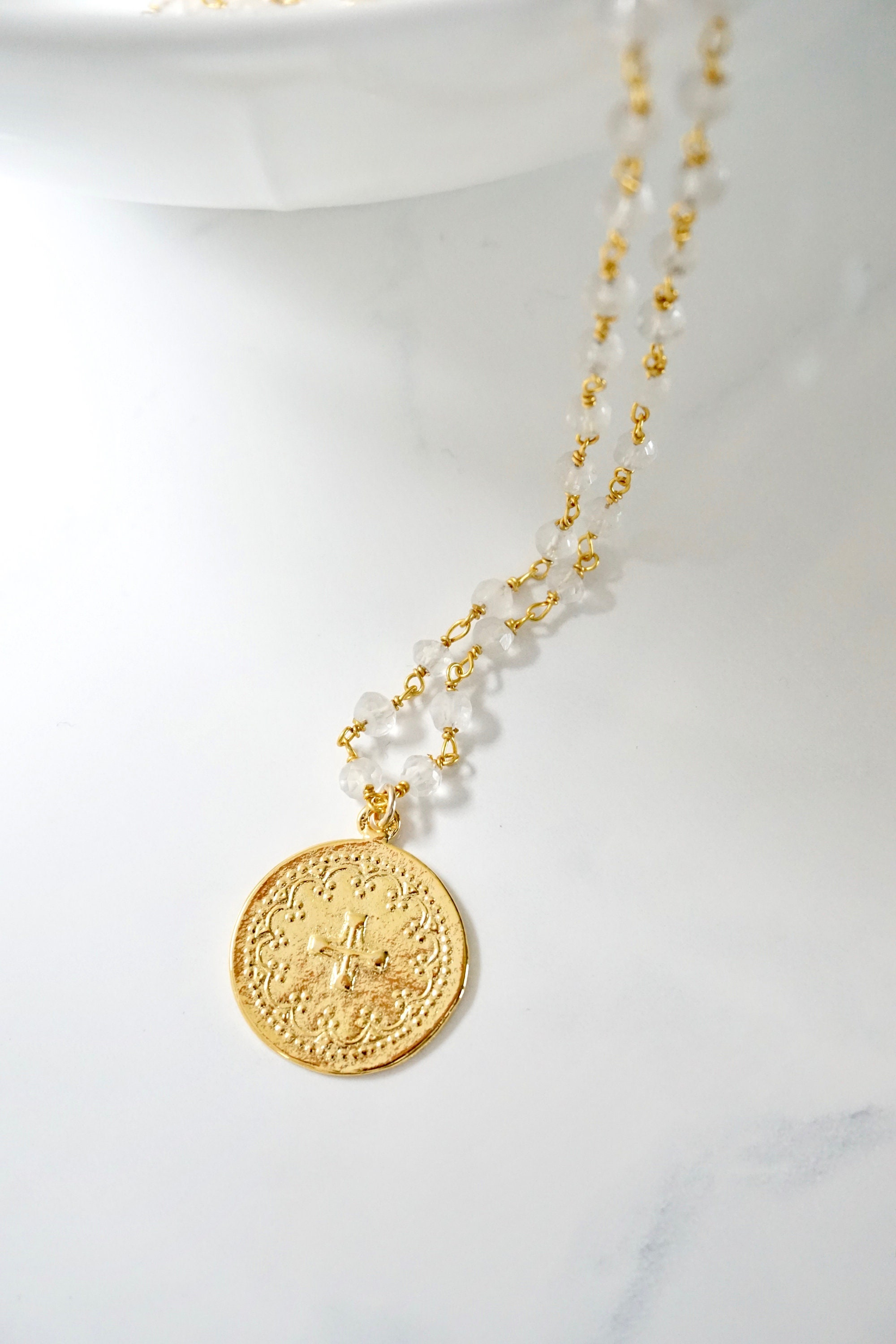 ie large necklace prettylittlething gold coin medallion