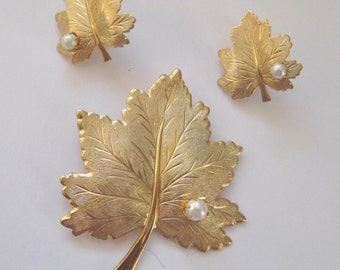 Sarah Coventry Leaf with Pearl pin & clip-on earrings set