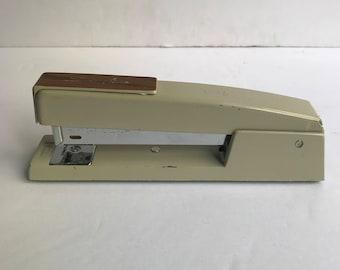 1970s Swingline Beige Stapler
