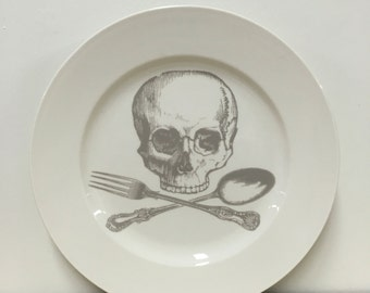 tête de mort et Croix-ustensiles 12 pouces plat de service Ghostie Grey