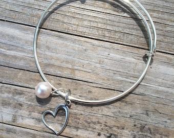 Heart Pearl bracelet, Love Bracelet, Bridesmaid Bracelet, Mother of the Bride Bracelet, Mother of the Groom bracelet, Wedding bracelet