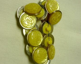 16 buttons metal and plastic yellow 16mm