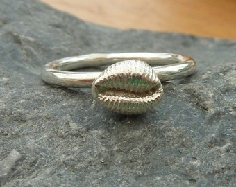 Cowrie shell ring in sterling silver...