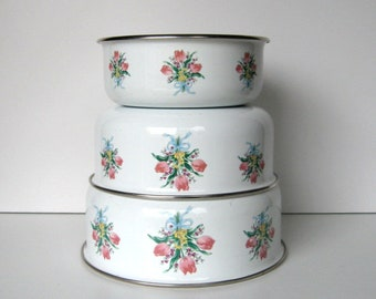 Vintage Enamel Ware Nesting Bowls - Set of 3 - Mixing bowls, White bowls, Floral bouquet, Kitchen, Camping, Cabin, Cottage, Lodge, Farmhouse