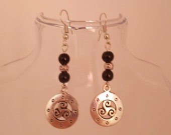 Earrings silvered TRISKEL with BLACK and silvered beads
