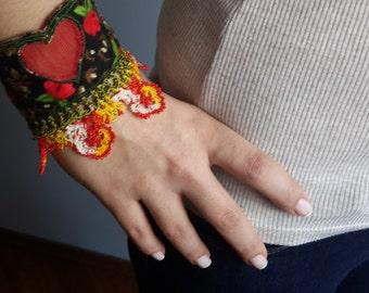 Cuff/Heart cuff/Pazen cuff/Fabric jewelry/Embriodered cuf/Fabric cuff/Red heart/Anatolia cuff/Red and green/Tulle heart/Bracelet store/Cuff