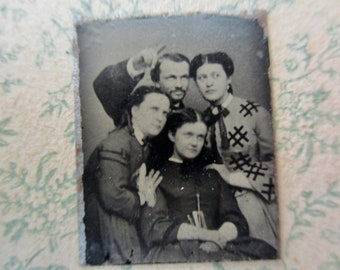 unique antique miniature gem tintype photo - 1800s, four people being silly, man pointing finger, Look over there! What's that?