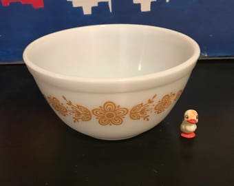 Pyrex Butterfly Gold 1.5 Quart Mixing Bowl
