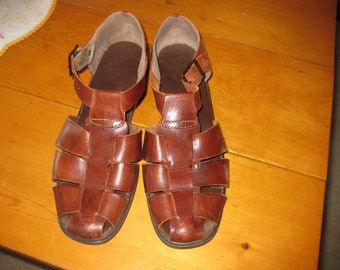 Vtg Fisherman  leather brown Hurache style sandals ankle strap open back sandals soft supple hippie style sandals 10 free ship