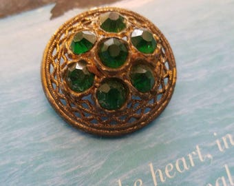 Vintage Button - 1 beautiful extra large emerald green rhinestone, openwork  design, bronze metal, (nov 2 17)