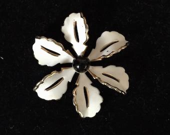Beautiful  vintage 1950's enamel flower Brooch