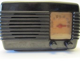 1947 Federal 1040TB 5-tube AM Table Radio - Brown case