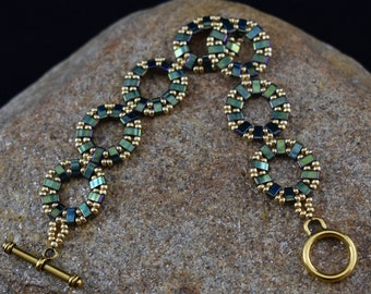 Beaded Green and Gold Bracelet