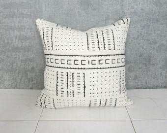 White Mudcloth Pillow Cover / African Mud Cloth Bogolanfini Neutral Cream Statement Pillow Ethnic Textile Simple Organic Cotton Natural OOAK