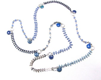 Blue necklace with chains beaded mesh, mesh ears enameled, rings and sequins