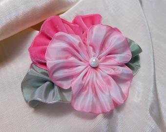 Perky broche pensée rose fleur de ruban