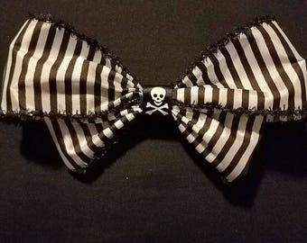 Black and White Jolly Roger Hair Bow