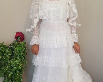 Stunning layers of lace/Wedding/Bridal gown/White/Never worn/Cape collar