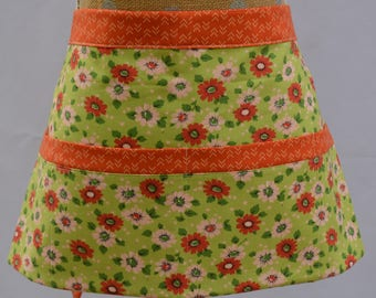 Market Apron - Vendor Apron - Craft Apron - Teacher Apron - Flowers - Utility Apron - Waitress Apron - Teacher Gift - Craft Show - Pockets