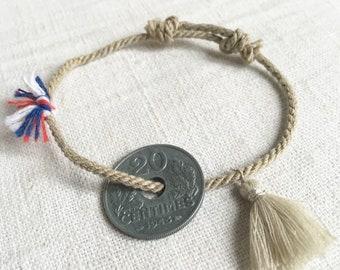 """Bracelet """"FRANCE"""" en cordon couleur ficelle, pièce de monnaie francaise ancienne  et pompon"""