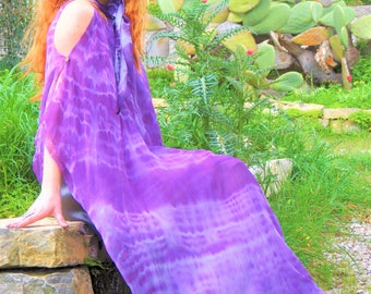 Kaftan in natural silk painted with vegetable extraction colors