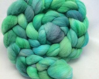 Hand Dyed Roving - Tide Pool - 4 oz - 100% Merino