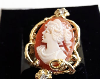 Ring with original cameo and gold-plated silver frame