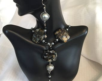 Black Marble and Pearls