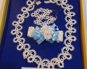 Vintage hand made hand tatted jewelry set white necklace/faxu pearl, stretch bracelet white/blue/bells, pierced earrings