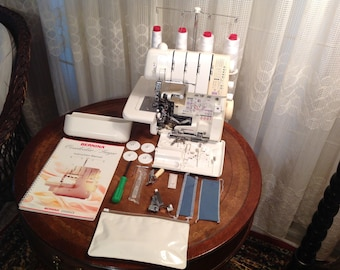 Bernina 2500DCE Serger Sewing Machine & Accessories W/ FREE SHIPPING!