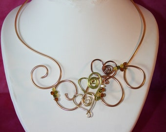 Necklace decorated with 3 hearts in 3 colors aluminum wire