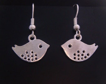 Earrings: Bird Design Earrings in a Polished Silver Plated Finish | Earrings style TOLE023