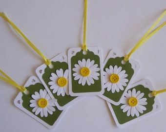 Set of 15 Gift tags, 1.75 inch x 2.5 inch, die cut daisy on green background,