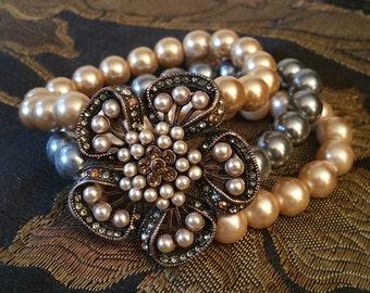 Faux pearl stretch bracelet with rhinestone flower