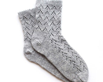 Women's knitted lambswool Lace Socks/gray/white/natural