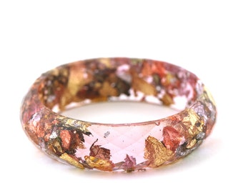 "Pink resin with oxidized metallic flakes faceted resin bangle bracelet // Size small Ø6cm - 2.36"" // Contemporary jewelry // Resin jewelry"