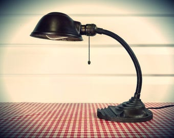 Art Deco, Cast Iron Eagle Desk Lamp in Working Condition, a wonderful industrial, rustic, light solution..