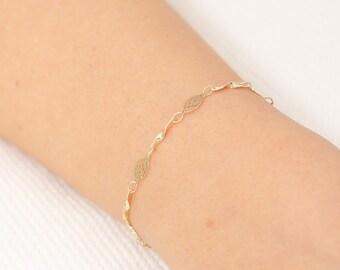 Delicate Gold Bracelet, Dainty Chain Bracelet, Gold Filled Bracelet, Layering Bracelet, bridesmaid gift, Vintage Style Bracelet .