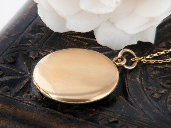 Antique Locket | Polished Gold Shell Victorian Locket | Wightman & Hough, Plain Round Gold Filled, Photo Locket - 20 Inch Chain