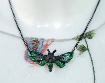 Moth Necklace Green 4.5 cm