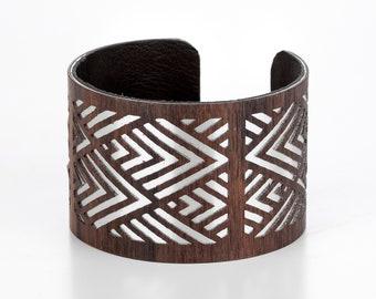 Wooden ornament bracelet